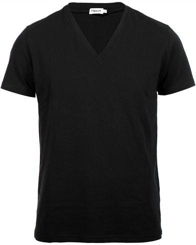 Filippa K Soft Lycra V-Neck Tee Black i gruppen T-Shirts hos Care of Carl AB (10226311r)
