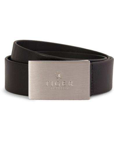 Tiger of Sweden Tito Leather Logo Belt 4 cm Black i gruppen Accessoarer / B�lten hos Care of Carl AB (10229511r)