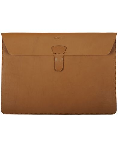 Sandqvist Ove Laptop Case 13'' Leather Tan Brown i gruppen V�skor hos Care of Carl AB (10344410)