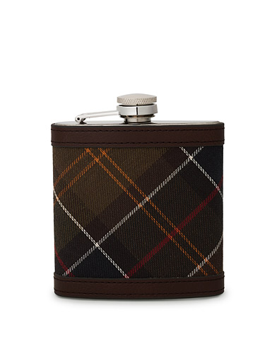 Barbour Lifestyle Classic Hip Flask Brown  i gruppen Accessoarer / Presenter hos Care of Carl (10050710)