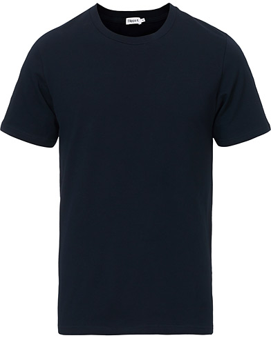 Filippa K Soft Lycra Tee Navy i gruppen Tøj / T-Shirts hos Care of Carl (10225811r)