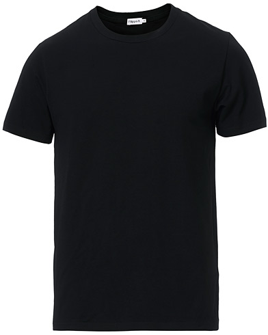 Filippa K Soft Lycra Tee Black i gruppen Design A / T-Shirts / Kortærmede t-shirts hos Care of Carl (10225911r)