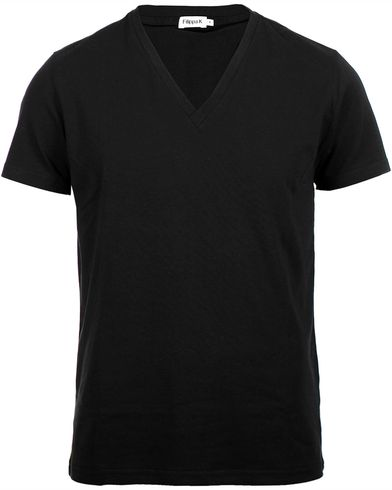 Filippa K Soft Lycra V-Neck Tee Black i gruppen T-Shirts hos Care of Carl (10226311r)