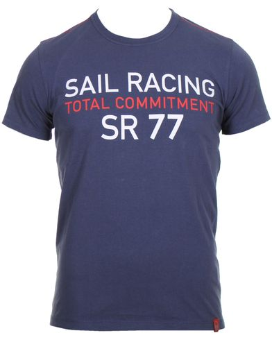 Sail Racing Grinder Tee Faded Navy i gruppen Kläder / T-Shirts hos Care of Carl (10321611r)