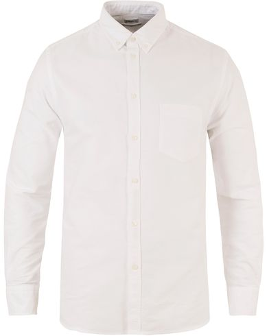 Filippa K Paul Button Down Oxford Shirt White i gruppen Samtida klassiker / Buttondown-skjortor hos Care of Carl (10337411r)