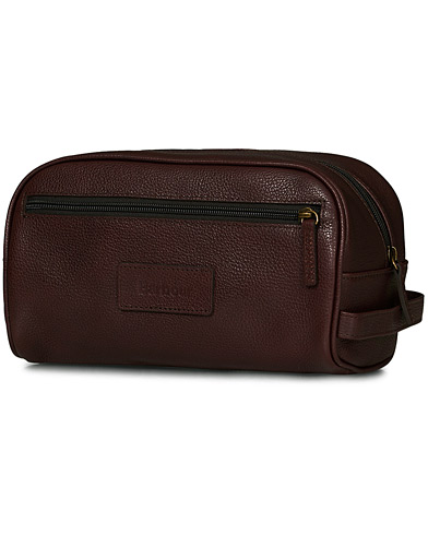 Barbour Lifestyle Leather Wash Bag Dark Brown  i gruppen Tasker / Toilettasker hos Care of Carl (10731410)