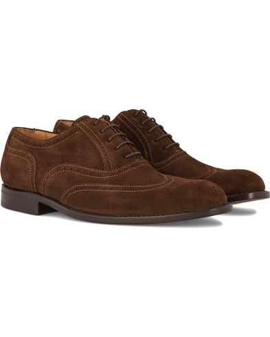 Morris Enmore Brogue Suede Brown i gruppen Sko / Brogues hos Care of Carl (10793611r)