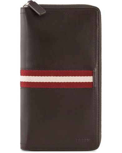 BALLY Tevin Travel Wallet Chocolate  i gruppen Assesoarer / Lommebøker / Reiselommebøker hos Care of Carl (10800710)