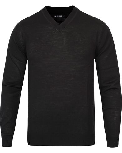 Tiger of Sweden Harvard V-Neck Pullover Black i gruppen Klær / Gensere / Pullover / Pullovers v-hals hos Care of Carl (10880911r)