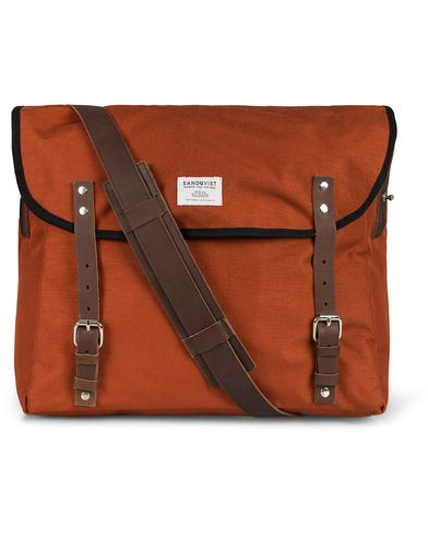 Sandqvist Erik Messenger Bag Cordura Red i gruppen Tasker / Skuldertasker hos Care of Carl (10993810)
