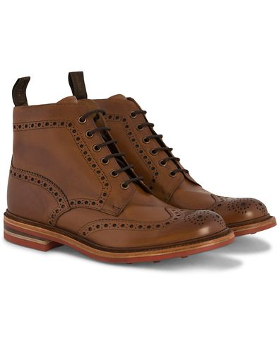 Loake 1880 Wharfdale Boot Brown Burnished Calf i gruppen Skor / Kängor / Snörkängor hos Care of Carl (10995811r)