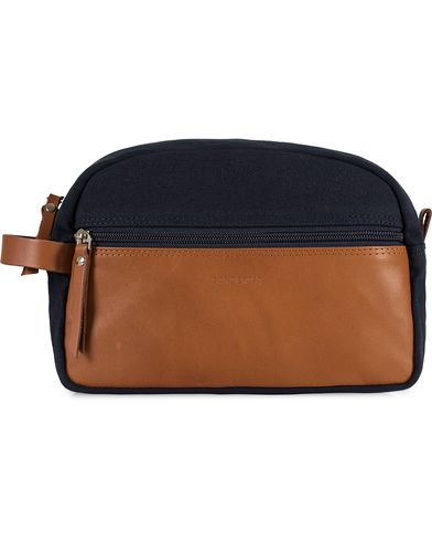 Sandqvist Adrian Large Washbag Blue/Cognac  i gruppen Vesker / Toalettmapper hos Care of Carl (11000010)
