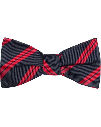 Amanda Christensen Stripe Self Tie Silk Navy/Red  i gruppen Assesoarer hos Care of Carl (11011910)