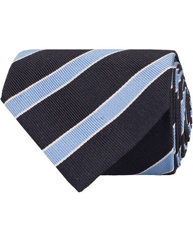 Amanda Christensen Club Stripe Tie 8 cm Navy/Sky/White  i gruppen Accessoarer / Slipsar hos Care of Carl (11013210)