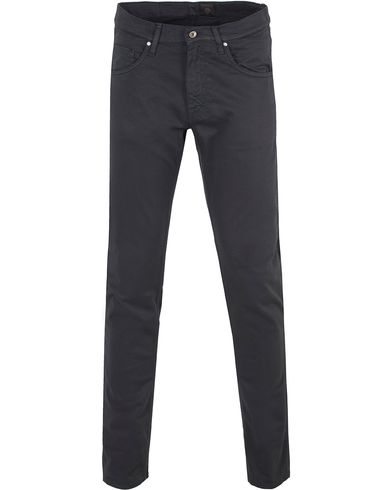 Tiger of Sweden Jeans Iggy Bright Black Dark Navy i gruppen Jeans / Smale jeans hos Care of Carl (11231311r)