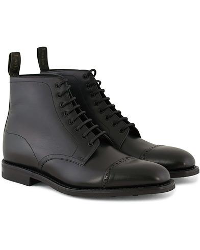 Loake 1880 Hyde Boot Black Calf i gruppen Design A / Sko / Støvler / Snørestøvler hos Care of Carl (11234911r)