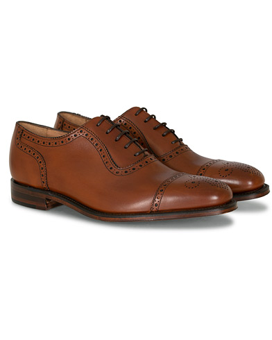 Loake 1880 Strand Brogue Mahogany Burnished Calf i gruppen Skor / Brogues hos Care of Carl (11277711r)