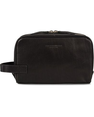 Tiger of Sweden Tigino Toilet Bag Black  i gruppen Tilbehør / Tasker / Toilettasker hos Care of Carl (11438410)