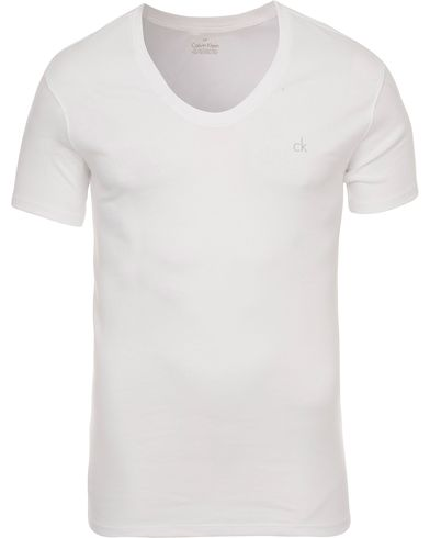 Calvin Klein Liquid Cotton Curv Neck T-Shirt White i gruppen Tøj / T-Shirts / Kortærmede t-shirts hos Care of Carl (11553711r)