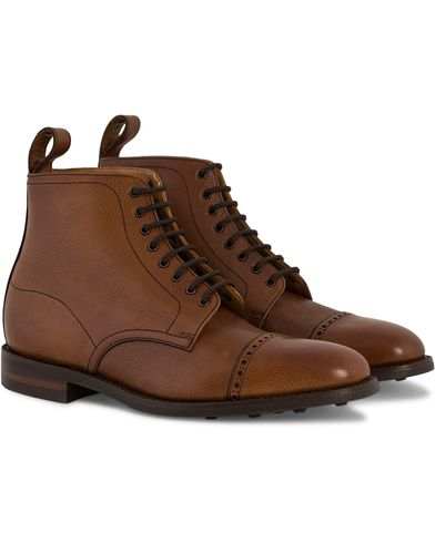 Loake 1880 Hyde Boot Brown Burnished Grain Calf i gruppen Skor / Kängor / Snörkängor hos Care of Carl (11584311r)