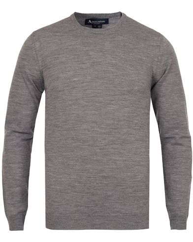 Aquascutum Rolfe Club Check Shoulder Crew Neck Knit Grey Melange i gruppen Kläder / Tröjor / Pullovers / Rundhalsade pullovers hos Care of Carl (11987111r)