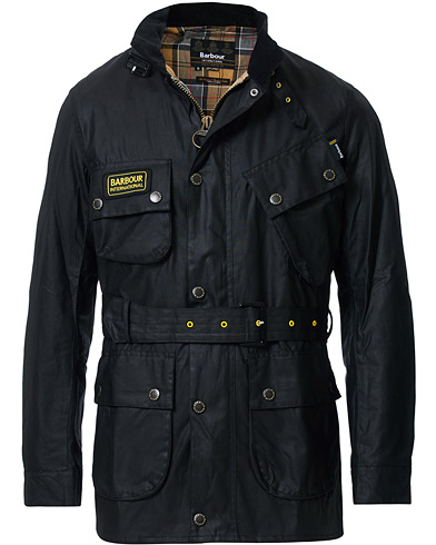 Barbour International Slim Wax Jacket Black i gruppen Klær / Jakker / Voksede jakker hos Care of Carl (12016111r)