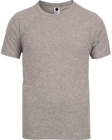 NN07 Pima Plain Tee 3208 Grey Melange i gruppen Design A / T-Shirts / Kortærmede t-shirts hos Care of Carl (12130211r)