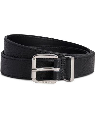 J.Lindeberg S-Belt 52026 Grainy Leather 2,5 cm Black i gruppen Accessoarer / Bälten / Släta bälten hos Care of Carl (12217211r)
