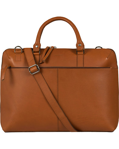 Sandqvist Dustin Leather Laptop Bag Cognac Brown  i gruppen Assesoarer / Vesker / Dokumentvesker hos Care of Carl (12223310)