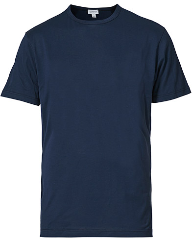 Sunspel Crew Neck Cotton Tee Navy i gruppen Kläder / T-Shirts / Kortärmade t-shirts hos Care of Carl (12245411r)
