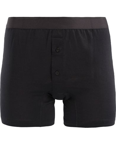 Sunspel Superfine Two Button Cotton Short Black i gruppen Kläder / Underkläder / Kalsonger / Boxershorts hos Care of Carl (12247211r)