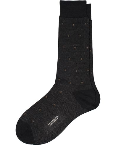 Pantherella Black Escorial Wool Birdseye Diamond Sock Black i gruppen Underkläder / Strumpor / Vanliga strumpor hos Care of Carl (12287211r)