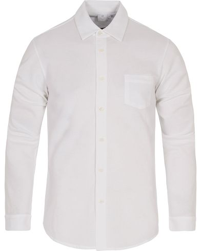 Sunspel Long Sleeve Pique Shirt White i gruppen Skjortor / Pikéskjortor hos Care of Carl (12417011r)
