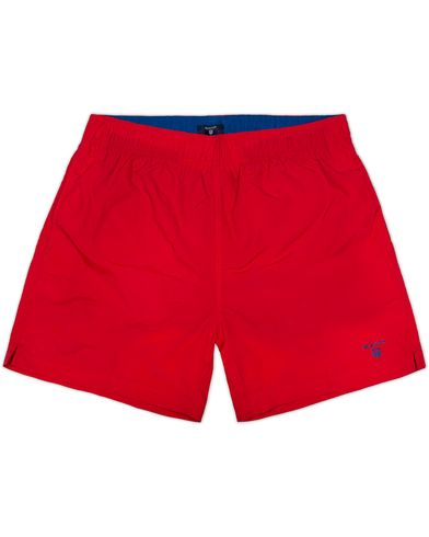 Gant Solid Swim Boxer Bright Red i gruppen Badeshorts hos Care of Carl (12454211r)