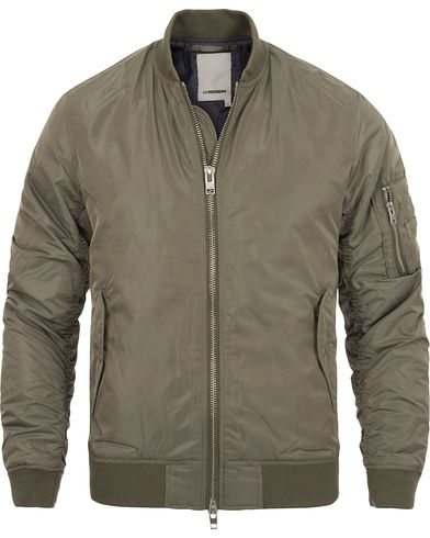 J.Lindeberg Marky Taff Nylon Bomber Jacket Olive Green i gruppen Klær / Jakker / Bomberjakker hos Care of Carl (12460911r)