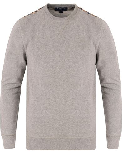 Aquascutum Gilpin Sweatshirt Light Grey i gruppen Tröjor / Sweatshirts hos Care of Carl (12550011r)