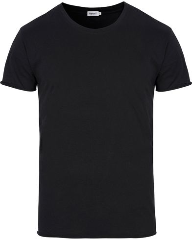 Filippa K Single Jersey Roll EdgeTee Black i gruppen T-Shirts / Kortermede t-shirts hos Care of Carl (12575111r)