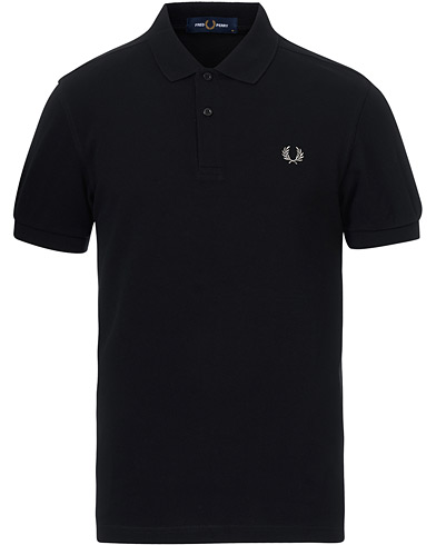 Fred Perry Slim Fit Plain Polo Black  i gruppen Pikéer / Kortärmade pikéer hos Care of Carl (12626711r)
