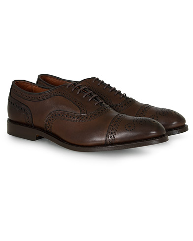 Allen Edmonds Strand Brogue Dark Brown Calf i gruppen Skor / Brogues hos Care of Carl (12672511r)