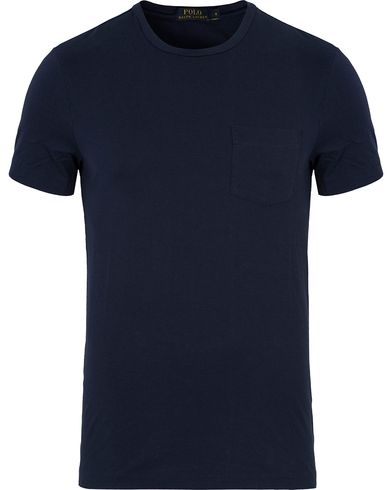 Polo Ralph Lauren Crew Neck Pocket Tee Cruise Navy i gruppen Kläder / T-Shirts / Kortärmade t-shirts hos Care of Carl (12691411r)