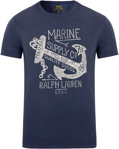 Polo Ralph Lauren Printed Tee Dark Cobalt i gruppen Klær / T-Shirts / Kortermede t-shirts hos Care of Carl (12691811r)