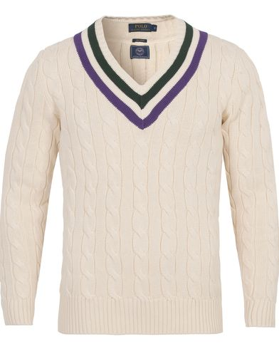 Polo Ralph Lauren Wimbledon Knitted Cable V-Neck Crickett Cream i gruppen Kläder / Tröjor / Stickade tröjor hos Care of Carl (12694611r)