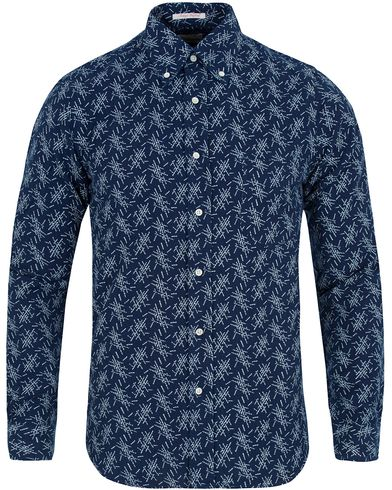 Gant Rugger Oxford Mikado Hugger Fit Shirt Dark Indigo i gruppen Design A / Skjorter / Oxfordskjorter hos Care of Carl (12704611r)