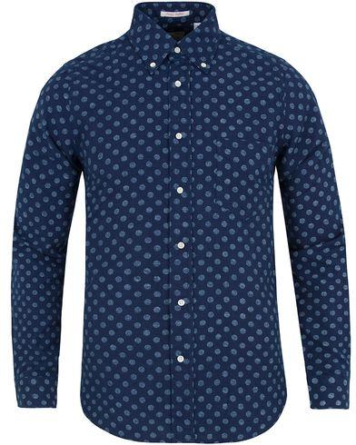 Gant Rugger Oxford Polka Dot Hugger Fit Shirt Dark Indigo i gruppen Skjortor / Oxfordskjortor hos Care of Carl (12705111r)