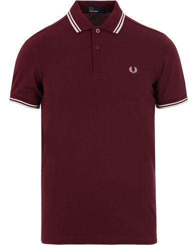 Fred Perry Slim Fit Polo Port Red/Ecru i gruppen Pikéer / Kortermet piké hos Care of Carl (12713711r)