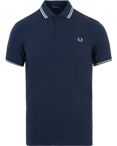 Fred Perry Slim Fit Polo Service Blue i gruppen Pikéer / Kortermet piké hos Care of Carl (12713811r)