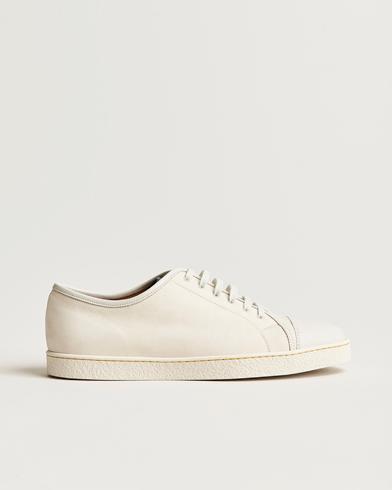 John Lobb Levah Sneaker White Nubuck i gruppen Skor / Sneakers / Låga sneakers hos Care of Carl (12736011r)