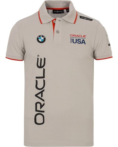 Sail Racing Oracle Cotton Polo Grey Violet i gruppen Kläder / Pikéer / Kortärmade pikéer hos Care of Carl (12755811r)