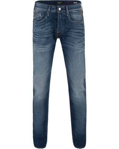 Replay M983 Waitom Jeans Washed Blue i gruppen Klær / Jeans / Rette jeans hos Care of Carl (13001211r)