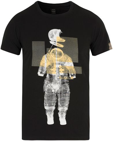 Replay M3074 Astronaut Tee Black i gruppen T-Shirts / Kortärmade t-shirts hos Care of Carl (13002311r)